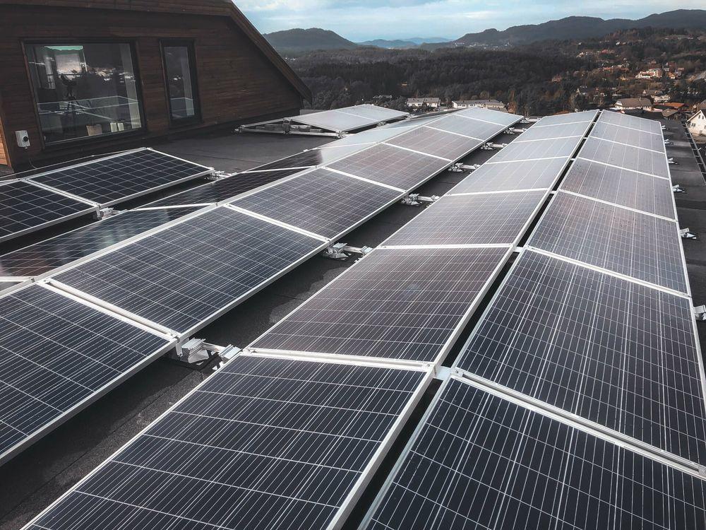 Solpaneler på platt tak